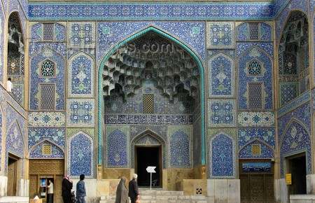Isfahan / Esfahan - Iran: densely decorated Mosque entrance - Sheikh Loftollah mosque - Lotfollah - Unesco world heritage site - photo by N.Mahmudova
